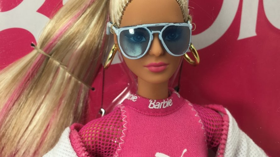 バービー人形プーマのコラボ PUMAのスウェード履いてる